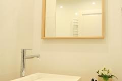 Les-Meubles-de-Madeleine-Appartement-SAINT_HONORE-Salle-de-douche-focus-miroir-lavabo2